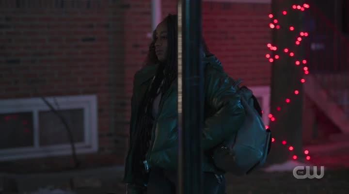 In the Dark S03E05 bingtorrent Screen shots